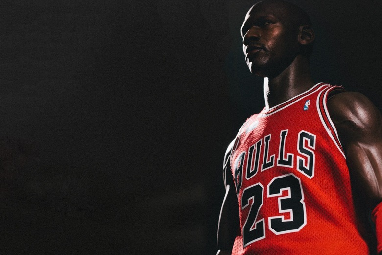 enterbay-hd-masterpiece-1-4th-scale-michael-jordan-action-figure-3.jpg