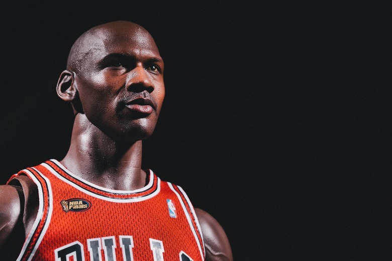 enterbay-hd-masterpiece-1-4th-scale-michael-jordan-action-figure-2.jpg