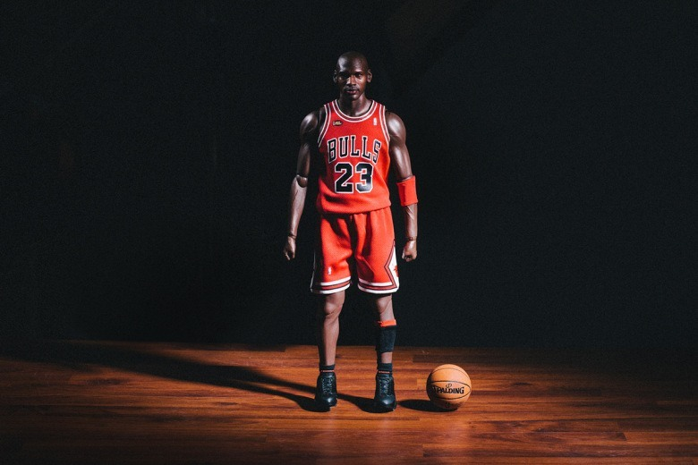 enterbay-hd-masterpiece-1-4th-scale-michael-jordan-action-figure-15.jpg