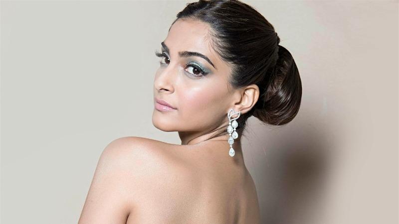 Sonam_Kapoor_2018_Bollywood_Actress_Photo_1366x768.jpg