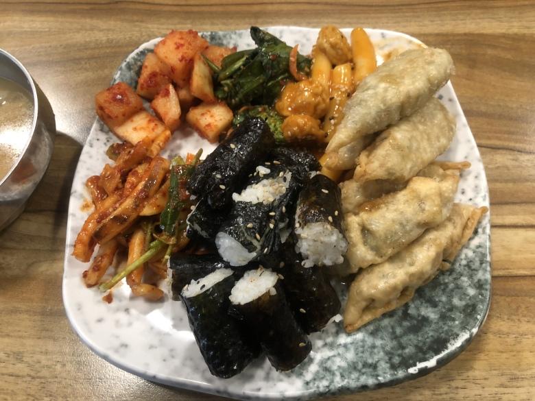 6000원 주고 먹는 충무김밥 사진